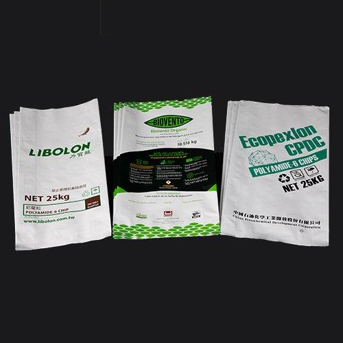 家豐自有工廠製造鋁塑複合袋(重包裝鋁箔袋)。由塑膠膜、鋁箔等多層材質貼合而成,具有防潮、阻氣、阻光等高阻隔特性,且外觀印刷精美、高質感,可單向排氣、抽真空,袋底K角熱封、圓角處理 食品級產業:咖啡豆、咖啡粉、生技原料袋 工業級產業:工程塑膠原料、NYLON複合材料、TPU塑料、生物可分解塑料原料袋。